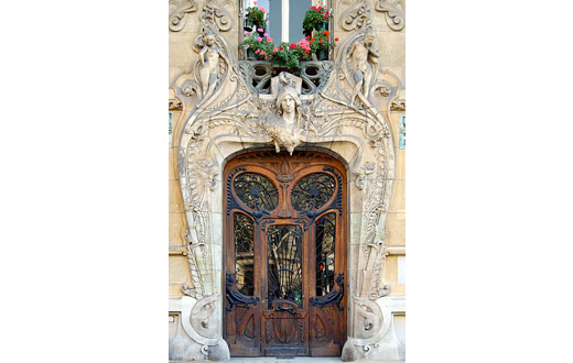 Door of thr Art Nouveau Building from the architect Jules Lavirotte